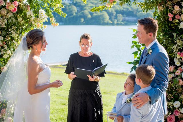 Lisa-Traina-Wedding-Officiant-feb1