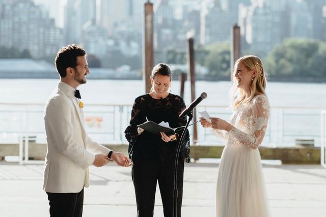 Lisa-traina-wedding-officiant_kristen-jon