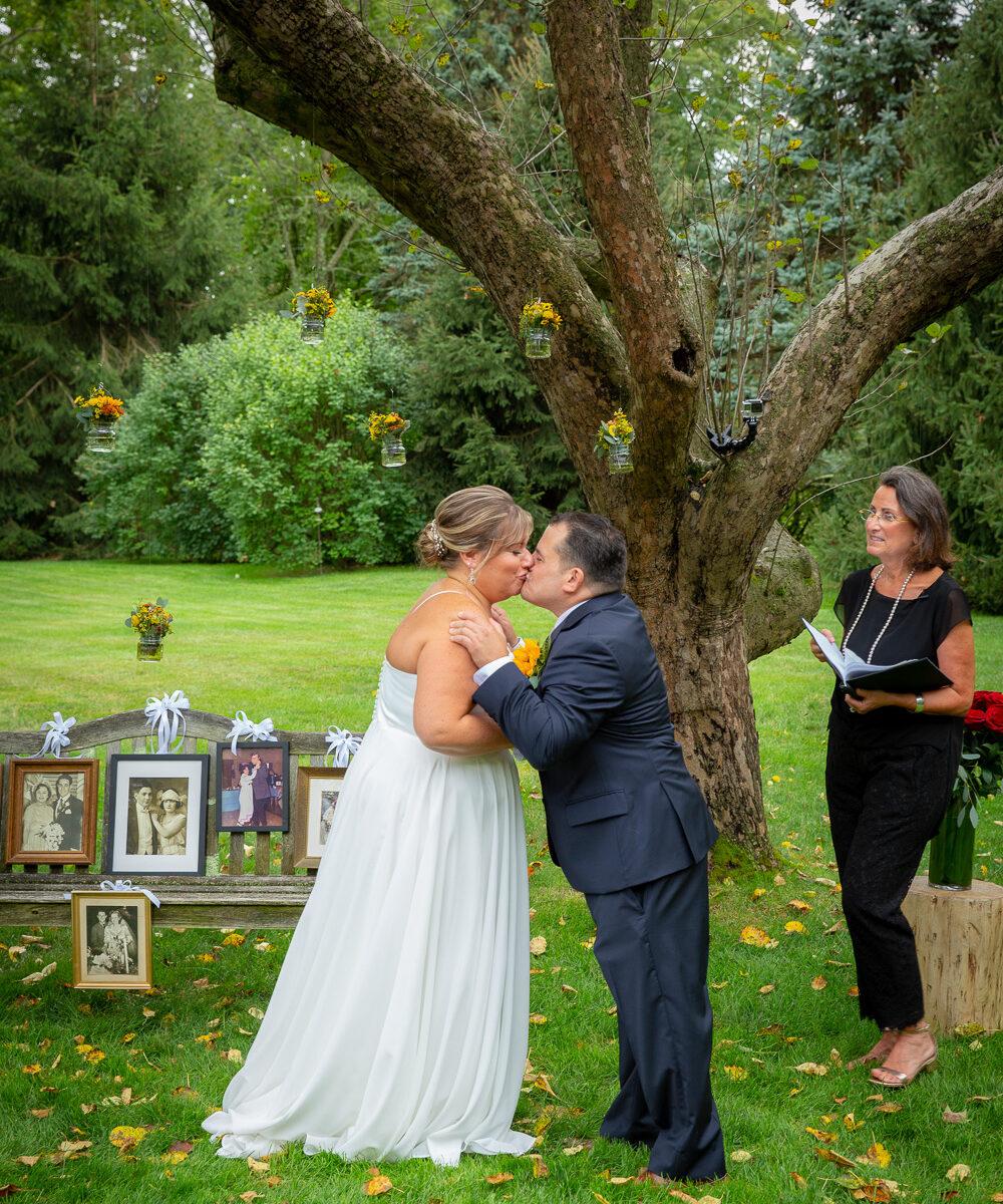 casey-matt-kiss-new-york-city-lisa-traina-wedding-officiant